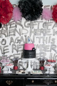 Demi Lovato Party Feature: an awesome graffiti backdrop.