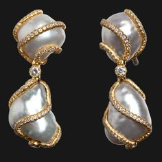 Gianmaria new pendant earrings in yellow gold with diamonds and #pearls by Buccellati.