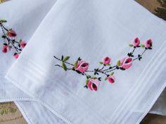 Beautiful Vintage Embroidered Hankie Handkerchief by ALadiesShop
