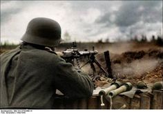 German soldiers with MG 34 in Russia 1942/1943. Credit: Bundesarchiv Bild 101I-274-0498-15 / Emskötter / CC-BY-SA 4.0.
