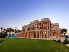 This almost unbelievably grandiose beachfront estate in Hillsboro Beach is going to auction late this fall. The property has been dubbed Playa Vista Isle, and Florida Mansion, Beach Mansion, Dream Mansion, Mansion Tour, Hud Homes For Sale, Hillsboro Beach, Bank Owned Homes, Square House Plans, Luxury Homes Dream Houses