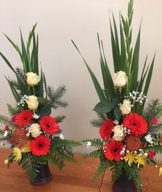 Large Flower Arrangements, Ikebana Flower Arrangement, Vase Arrangements, Flower Vases, Altar Flowers, Church Flowers, Fresh Flowers, Beautiful Flowers, Cemetery Flowers