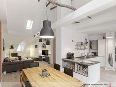 Zentraler Punkt dieser familienfreundlichen Wohnung ist der große, offene Raum mit Küche, Ess- und Wohnbereich. Der Raum ist in diesem Wohnungsbereich bis in die Dachspitze geöffnet (über 6 Meter Raumhöhe). Das gibt dem offenen Charakter zusätzliche Großzügigkeit und ein tolles Raumgefühl.