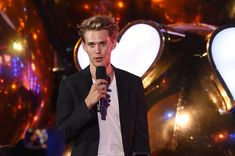 Austin Butler Photos - Actor Austin Butler speaks onstage at the MTV Fandom Awards San Diego at PETCO Park on July 21, 2016 in San Diego, California. - MTV Fandom Awards San Diego - Show