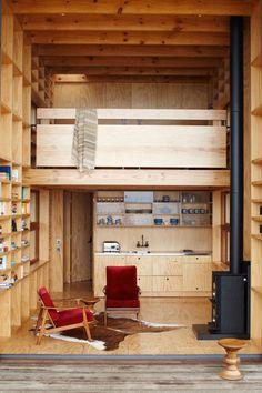 棚やクローゼットを作って多くの収納を作ることも住みやすくするためのポイント。
