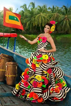 A 70 pieces jigsaw puzzle from Jigidi Mardi Gras Costumes, Carnival Costumes, Diy Costumes, Carmen Miranda, Caribbean Carnival, Havana Nights, Miss World, Colourful Outfits, Quinceanera