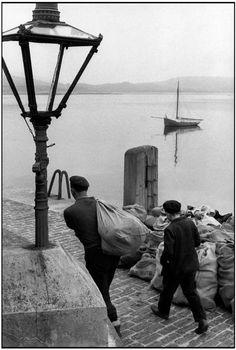 © Henri Cartier-Bresson/Magnum Photos Province of Connacht. Galway County . Cleggan. 1962.
