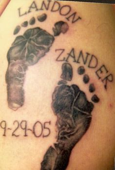 Tattoos with hand and footprint designs are surprisingly popular today. This fact is mainly due to the fact that these types of tattoos look really Name Tattoos For Moms, Baby Name Tattoos, Tattoo For Son, Tattoos For Kids, Tattoo Baby, Tattoo Small, Baby Feet Tattoos, Daddy Tattoos, Future Tattoos