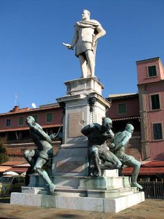 Statue of Ferdinando I de' Medici by Giovanni Bandini I with the Four Moors by Pietro Tacca