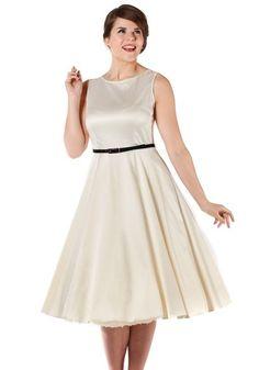 Ivory Hepburn, circle dress by Lady Vintage www.misswindyshop.com   #white #ivory #dress #wedding #circledress #fifties #simple #petticoat
