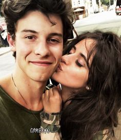 I wish Camila was me Shawn And Camila, Shwan Mendes, Close Up, Shawn Mendes Quotes, Canadian Boys, Shawn Mendes Wallpaper, Perfect Man, Perfect Couple, Celebrity Couples