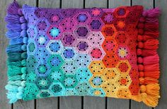 Ravelry: rettgrayson's Hexagon Pixel Cushion
