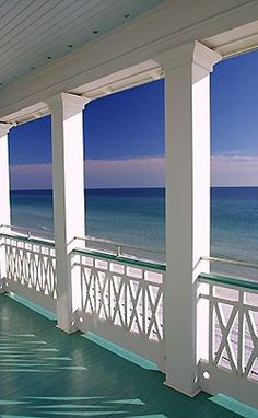 Paint your porch with colors to complement the surroundings!
