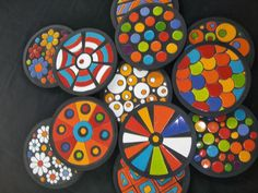 LISTA PRECIOS ARGENTINA                          CUENQUITOS COLORIDOS                       ... Pebble Painting, Pottery Painting, Pottery Art, Ceramic Clay, Ceramic Plates, Mosaic Tray, Coaster Art, Crafts For Kids, Arts And Crafts