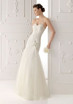 Beading Sweetheart Ruched Sweep Train Applique Tulle Wedding Dress picture 1