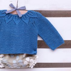 Buenos días ☀️☀️☀️!!! Os dejo este conjuntito a ver qué os parece. Espero que os guste! Diseñado t tejido por I Love Tricoté . Good morning everyone☀️☀️☀️! I hope you like this cute outfit! Designed and knitted by I Love Tricoté #babyknits #ilovetricote #knittingkits