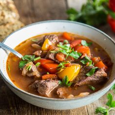 Genuine comfort food: cook Hungarian goulash soup-Echtes Comfort Food: Ungarische Gulaschsuppe kochen Delicate stew meat, juicy pieces of pepper and hearty broth – Hungarian goulash soup is pure wellness food. This is how the classic is prepared. Italian Meat Dishes, Goulash Soup, Meat Recipes, Healthy Recipes, Healthy Food, Food Tags, Comfort Food, Asian Cooking, Easy Cooking