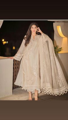 mawra-hocane 24 Ways to Wear All White Outfits Like Pakistani Celebrities
