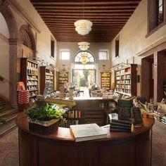 La libreria più bella del mondo è in Italia Non si trova in un'esotica meta turistica che ci dispiace non poter visitare presto: è nel centro storico di Bassano del Grappa  (Vicenza), all'interno di un Palazzo nobiliare settecentesco. #libri #librerie