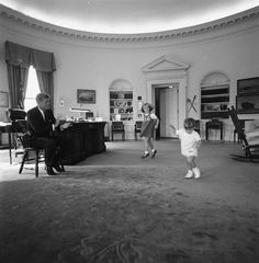 ST-441-10-62. President John F. Kennedy with His Children - John F. Kennedy Presidential Library & Museum