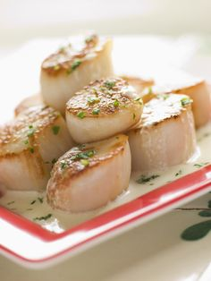 Elaine Magee, MPH, RD Easy herb butter scallops Recipe: Fish entree Recipes on WebMD Baked Scallops, Sea Scallops, Sauteed Scallops, Entree Recipes, Seafood Recipes, Cooking Recipes, Clam Recipes, Hcg Recipes, Shellfish Recipes