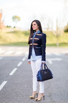 Chaqueta militar azul The Extreme Collection Crimenes de la Moda Mädchen In Uniform, International Fashion, Smart Casual, Daily Fashion, Fashion Forward, Outfit Of The Day, Military Jacket, Winter Fashion, Cool Outfits