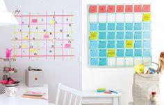 Washi Tape! Selecionamos várias inspirações para você usar a fita colorida para decorar a sua casa. Na parede, em móveis e até na escada. Confira!