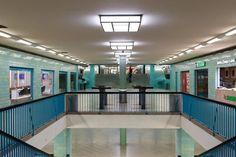 La stazione Alexanderplatz a Berlino, Germania, Foto REUTERS / Axel Schmidt Photography Collage, Nairobi, Venice Beach, Schmidt, Westminster, Tokyo, Tokyo Japan, Photo Collages