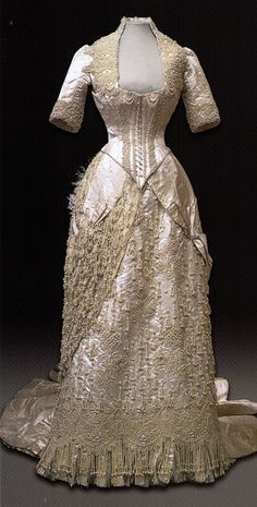 Evening dress of Empress Maria Feodorovna, 1886-1893. Scanned from Russian Elegance.