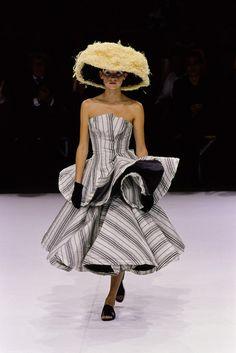 Yohji Yamamoto Spring 1999 Ready-to-Wear Fashion Show - Alexandra Egorova