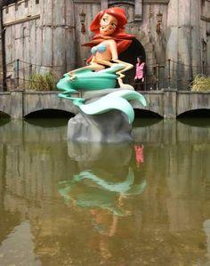 Une sculpture d'une sirène de Disney est pas sans rappeler The Little Mermaid par Banksy.