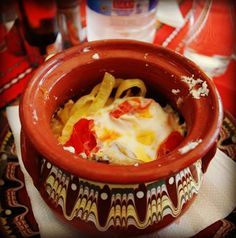 Sirene po shopski, Bulgarian cheese with tomato, onion and egg, baked in a clay pot