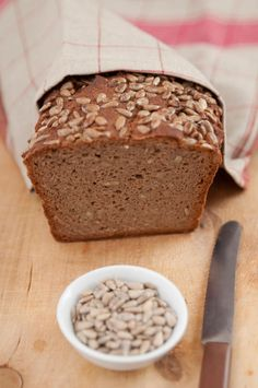 Bild: Photo by istockphoto.com Banana Bread, Low Carb, Pudding, Cooking, Desserts, Food, Bakery Business, Breads, Baked Goods