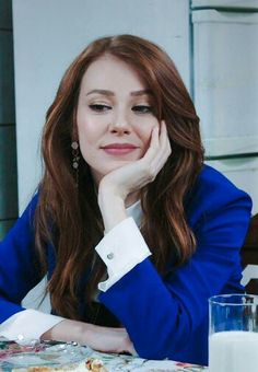 Elçin Sangu Hair Color Auburn, Auburn Hair, Turkish Fashion, Turkish Beauty, Shades Of Red Hair, Elcin Sangu, Movies And Series, Prettiest Actresses, Fashion Colours