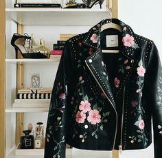 Gucci Inspired DIY - Gucci Jacket - Ideas of Gucci Jacket - Look Fashion, Diy Fashion, Ideias Fashion, Fashion Outfits, Womens Fashion, Fashion Design, Jackets Fashion, Painted Leather Jacket, Studded Leather Jacket