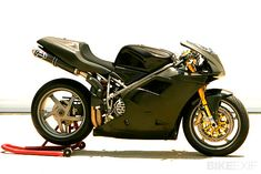 Top greatest ducati motorcycles of all time : Image 2 Ducati 916, Ducati Desmo, Moto Ducati, Ducati Cafe Racer, Cafe Racers, Porsche, Audi, Triumph Motorcycles, Motocross