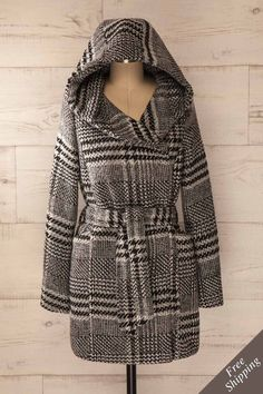 Le pied-de-poule frissonna un instant, afin de vous garder bien au chaud ! The houndstooth shivered for a moment to keep you warm! Black and grey checkered hooded coat www.1861.ca