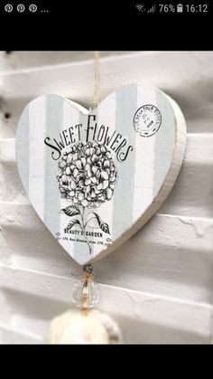 Wooden Projects, Wood Crafts, Diy And Crafts, Decoupage Wood, Decoupage Vintage, Pinstriping, Heart Projects, Do It Yourself Crafts, Scrapbook Albums