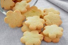 Vanilla Fondant Shortbread with Thermomix . - Vanilla shortbread with Thermomix, recipe for tasty Christmas shortbread cookies, deliciously scent - Thermomix Desserts, Easy Desserts, Coffee Drink Recipes, Easy Christmas Cookie Recipes, Snack Recipes, Dessert Recipes, Galletas Cookies, Shortbread Cookies, Chip Cookie Recipe