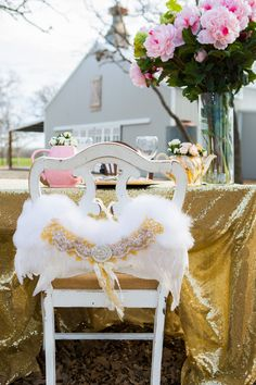 Romantic {Pink & Gold} Valentine's Day Inspired Wedding Ideas |Photographer: Shelly Taylor Photography
