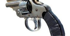 Tiendas de armas en Orlando. El área de Orlando tiene muchas tiendas de armas que ofrecen una amplia gama de armas, desde rifles automáticos hasta réplicas de antigüedades. Muchas armerías de Orlando proveen campos de tiro para que los clientes practiquen, así como clases en áreas como auto defensa y armas ocultas. Esta variedad de tiendas de armas permite que un comprador ...