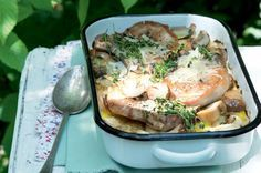 Zapékané kotlety se smetanou a houbami | Apetitonline.cz Pork, Food And Drink, Healthy Recipes, Meat, Chicken, Cooking, Koken, Kale Stir Fry, Kitchen