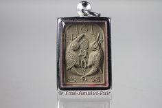 Salika Khu Phim Kanaen Phim Lek Thai Amulett des ehrwürdigen Kruba Kritsana Intawano, Abt des Wat Pah Mahawan, Ban Thai Samakee, Tambon Thai Samakee, Amphoe Wang Nam Khiau, Changwat Nakhon Ratchasima (Korat) Isan, Nordostthailand, aus dem Jahr BE 2555 (2012).  Dieses Amulett konnte nicht käuflich erworben werden, es wurde ausschließlich von Kruba Kritsana persönlich vergeben. Korat, Buddha, Thailand, Amulets, Forgiveness