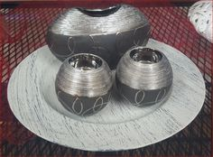 Dekoteller mit Vase und Teelichthaltern