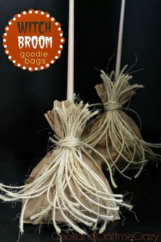 Witch Broom Goodie Bags. Perfect for Halloween Parties http://cookandcraftmecrazy.blogspot.com/2013/10/witch-broom-goodie-bags.html