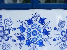 Woman's Wall Paintings Transform A Small Czech Village Into A Unique Art Gallery Folk Art Flowers, Flower Art, Peacock Painting, Painting Flowers, Summer Painting, Flower Ornaments, Transformers, Motif Floral, Traditional Paintings