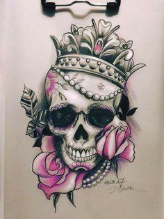 Right arm or Thigh tattoo Queen tattoo - Tattoo Ideas Skull Rose Tattoos, Flower Tattoos, Body Art Tattoos, Tattoo Drawings, Sleeve Tattoos, Cool Tattoos, Bleistift Tattoo, Neck Tatto, Tattoo Arm