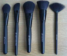 De gauche à droite : Pinceau Blush (84011), Pinceau Applicateur de Fond de Teint (84005), Pinceau à Poudre Complexion (84002), Pinceau Poudre & Blush (84003), Pinceau Eventail (84004) ELF