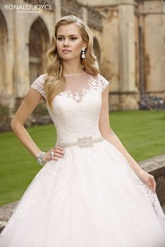 Famed for their impeccable detailing, the Ronald Joyce collections are perfect for glam brides-to-be who want a truly breathtaking wedding gown!