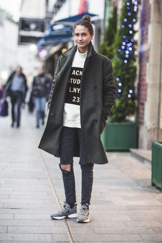 very casual look wd oversize jacket Tomboy Fashion, Look Fashion, Fashion Mode, Tomboy Stil, Style Me, Cool Style, Fashion Gone Rouge, Looks Street Style, Street Chic